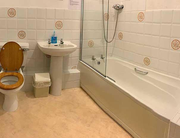 bathroom-605x465