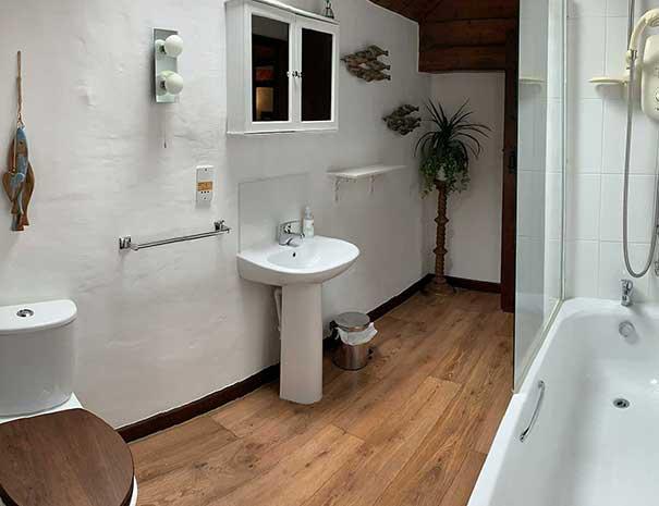 mill-bathroom-605x465