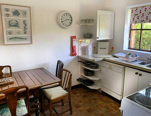 sitting-kitchen-1-605x465