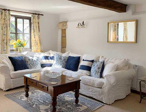 livingroom-605x465