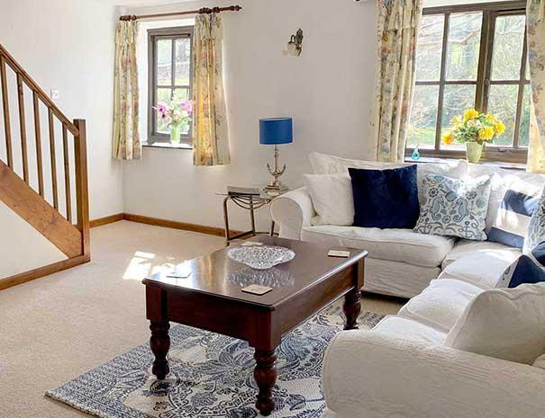 livingroom2-605x465